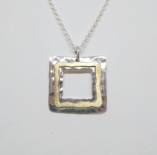 R319auCOL-600x593 Colgante cuadrado oro