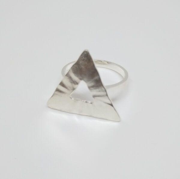 R320bSOR-600x596 Anillo Geometrix triángulo