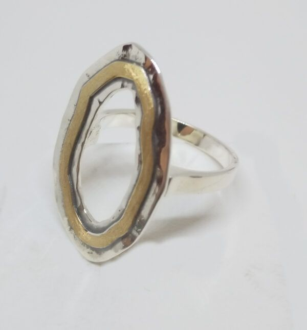 R321auSOR-600x645 Anillo Geometrix oval con oro