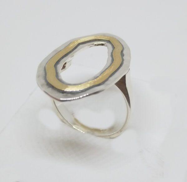 R321aubSOR-600x585 Anillo Geometrix oval con oro