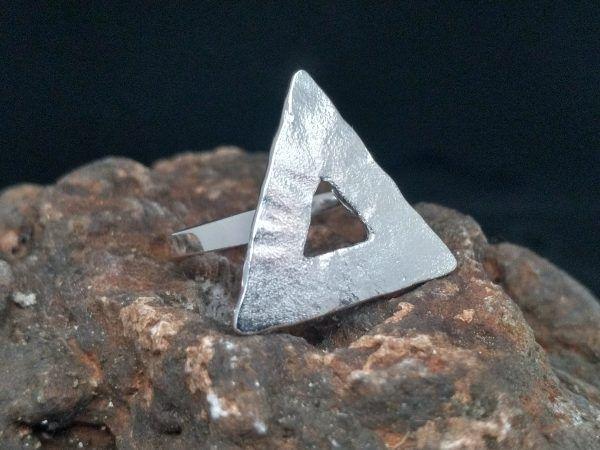 R320SOR-600x450 Anillo Geometrix triángulo