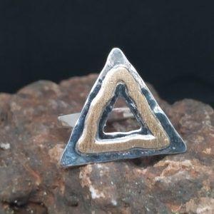 R320SOR-AU-2-300x300 Anillo triángulo con oro