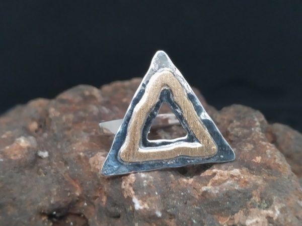 R320SOR-AU-2-600x450 Anillo triángulo con oro