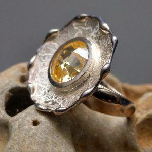 R141SOR-300x300 Anillo textura con piedra
