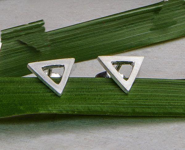 R232PP-600x487 Pendientes Minimal triángulo grande