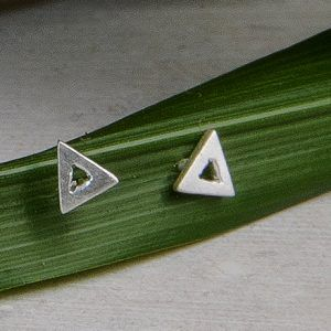 R234PP-300x300 Pendientes triangulo pequeño